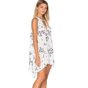 FREE PEOPLE white floral sleeveless dress. Sz M